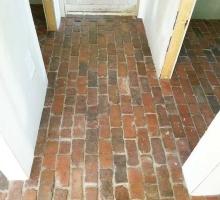 thumbs_thin-brick-floor-hallway
